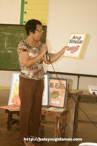 Si Ma'am Cecilia Villodres, ga-presenta ka Big Books.