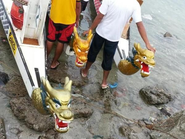 Dragon boat sa daray-ahan.