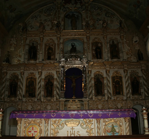 Retablo kang St. James the Apostle Church sa Betis, Pampanga.