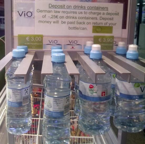 May deposito dyang plastic kang tubig.
