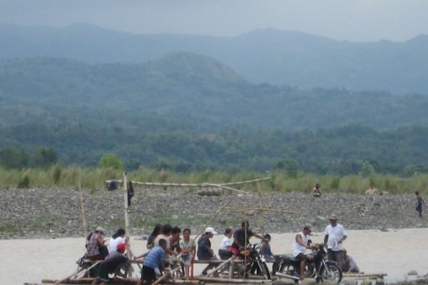 Litrato: M.G.Lachica. Ang suba ka Sibalom kag ang asul nga garhum kang manugbantay nga bukid Porras.