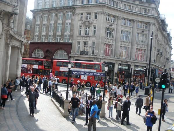 Masaku ang mga tawo sa London.