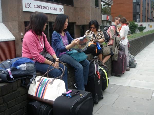 Samtang nagahulat ka bus pa-airport.