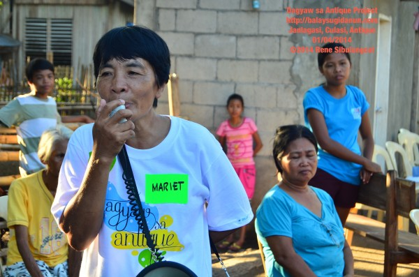 Brgy. Captain Mariet Barcenal announced the start of 'Libreng Ukay-Ukay'!  There was no commotion. Only fun.