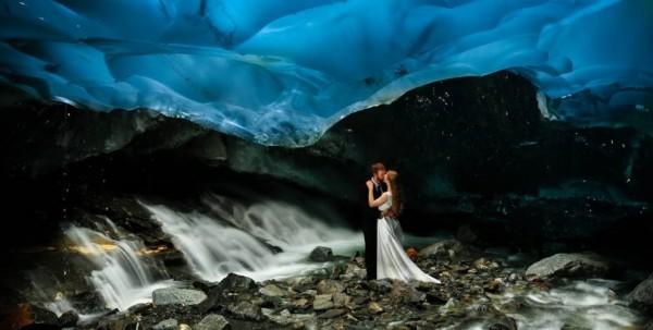 Litrato ni Chris Beck kang bag-ong kasal  sa sulod kang kuweba sa Alaska / via http://www.lostateminor.com