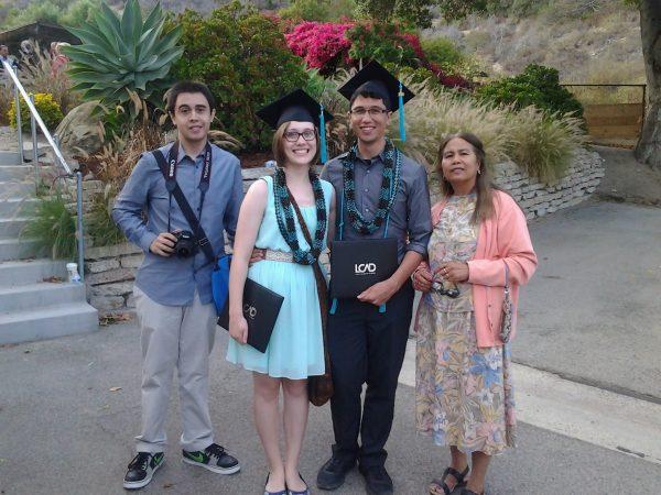 Ang akon darwa ka bata nga laki kag nobya. Graduation Day.